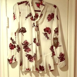 NWT Vince Camuto Flower Blouse-Size Small